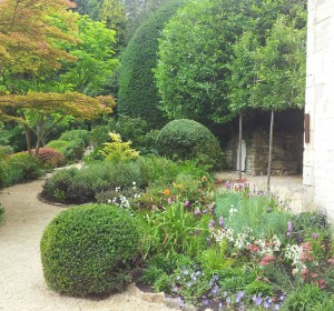 Next<span>Cotswold House Planting</span><i>→</i>
